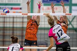 22-10-2016 NED: Springendal/Set Up`65 - Flynth Flamingo's Activia, Ootmarsum<br /> In Ootmarsum was Set-Up'65 in vier sets te sterk voor Fast. In de eerste drie sets was het verschil minimaal (25-23, 23-25, 26-24) / Loes Hollink #4 of Set Up 65, /Ilse Oude Luttikhuis #8 of Set Up 65