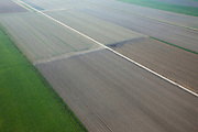 Nederland, Zuid-Holland, Gemeente Waddinxveen, 19-09-2009; Polder de Hazerwoudse Droogmakerij, geometrische verkaveling van lege akkers en groene velden, betonnen weg  en voren in de aarde, strijklicht en nevel..geometric parcellation of empty and green fields, concrete road furrows in fesh earth.luchtfoto (toeslag), aerial photo (additional fee required).foto/photo Siebe Swart