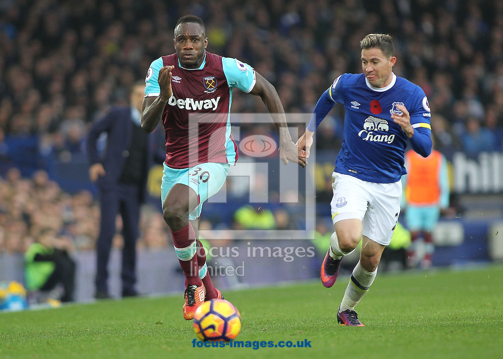 Bryan Oviedo of Everton and Michail Antonio of West Ham United in action during the Premier League match at Goodison Park, Liverpool.<br /> Picture by Michael Sedgwick/Focus Images Ltd +44 7900 363072<br /> 30/10/2016