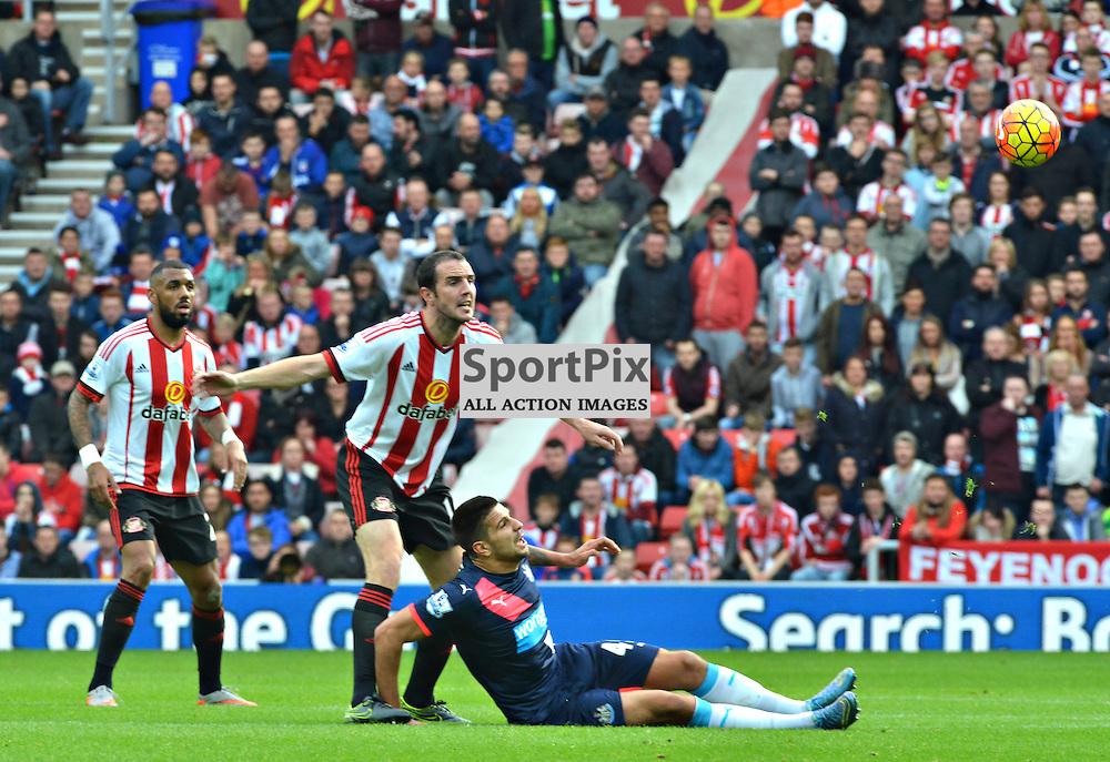 Sunderland's John O'Shea and Newcastle's Aleksandar Mitrovic clash in the Wear-Tyne derby......(c) BILLY WHITE | SportPix.org.uk