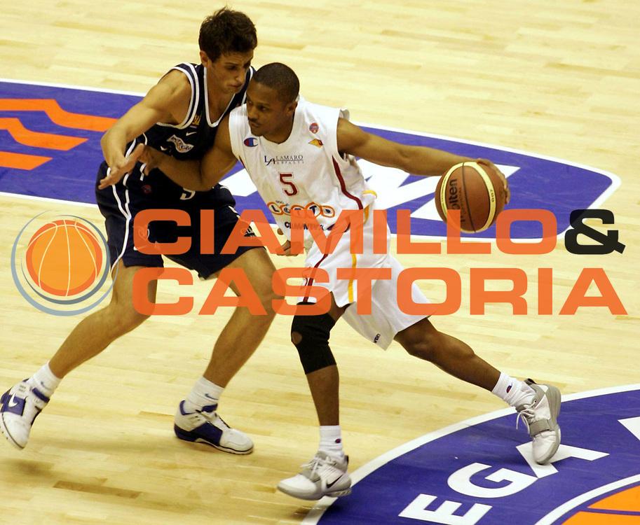 DESCRIZIONE : FORLI FINAL 8 COPPA ITALIA LEGA A1 2005 <br /> GIOCATORE : EDNEY <br /> SQUADRA : LOTTOMATICA VIRTUS ROMA <br /> EVENTO : FINAL 8 COPPA ITALIA LEGA A1 2005 <br /> GARA : LOTTOMATICA ROMA-CLIMAMIO BOLOGNA <br /> DATA : 18/02/2005 <br /> CATEGORIA : Penetrazione <br /> SPORT : Pallacanestro <br /> AUTORE : Agenzia Ciamillo-Castoria