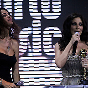 MON/Monte Carlo/20100512 - World Music Awards 2010, Afef Jnifen reikt Best Middle Eastern award uit aan Elissa