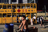 Hong Kong. tramways in western district        / Tramway aux pieds des buildings western district;   Sheung wan      / R00092/5    L940323c  /  P0001862