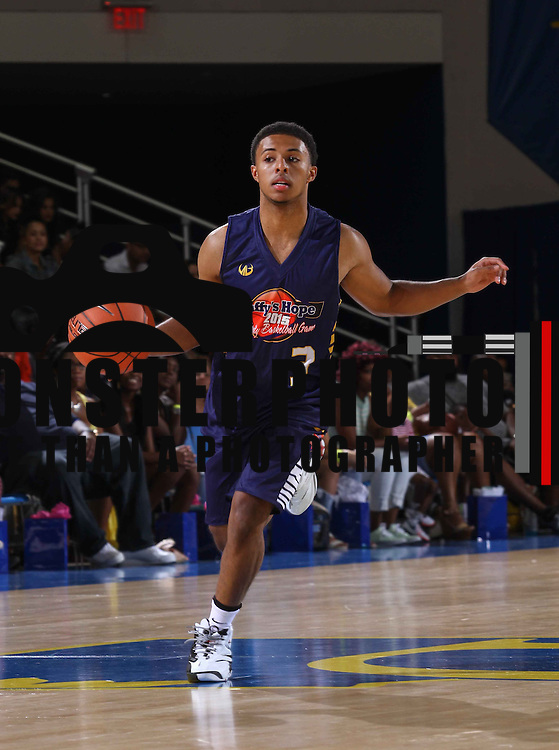 Diggy Simmons (3) dribbles the ball down court in the first half of The 2015 Duffy's Hope Celebrity Basketball Game Saturday, August 01, 2015, at The Bob Carpenter Sports Convocation Center, in Newark, DEL.    <br /> <br /> Proceeds will benefit The Non-Profit Organization Duffy's Hope Youth Programming.