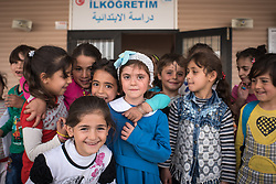 August 7, 2017 - Nizip, Gaziantep, Turkey - Syrian refugees children in a school building in the refugee camp Nizip 2, Turkey, 7 August 2017. (Credit Image: © Diego Cupolo/NurPhoto via ZUMA Press)
