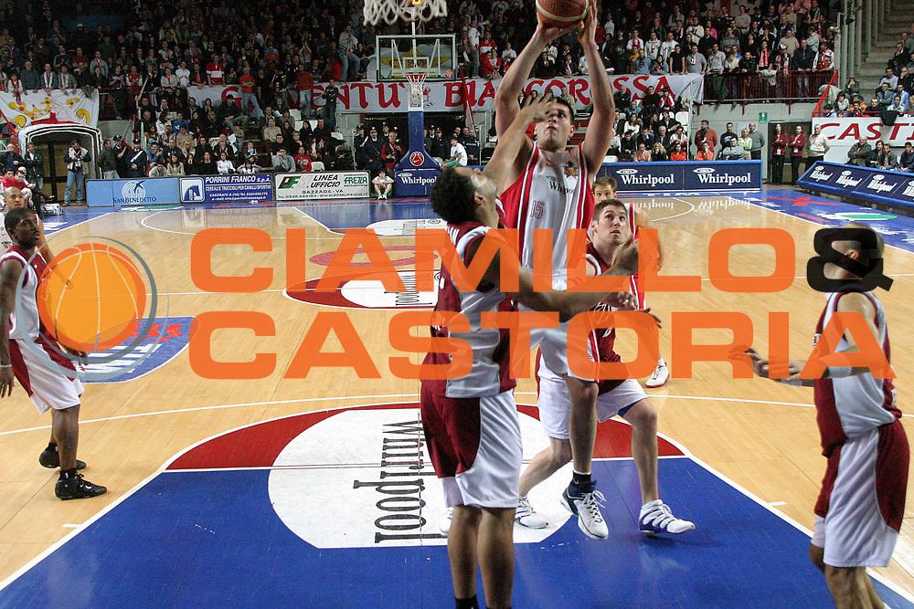 DESCRIZIONE : Varese Lega A1 2005-06 Whirlpool Varese Basket Livorno<br />GIOCATORE : Fernandez<br />SQUADRA : Whirlpool Varese<br />EVENTO : Campionato Lega A1 2005-2006<br />GARA : Whirlpool Varese Basket Livorno<br />DATA : 30/12/2005<br />CATEGORIA : Tiro<br />SPORT : Pallacanestro<br />AUTORE : Agenzia Ciamillo-Castoria/S.Ceretti