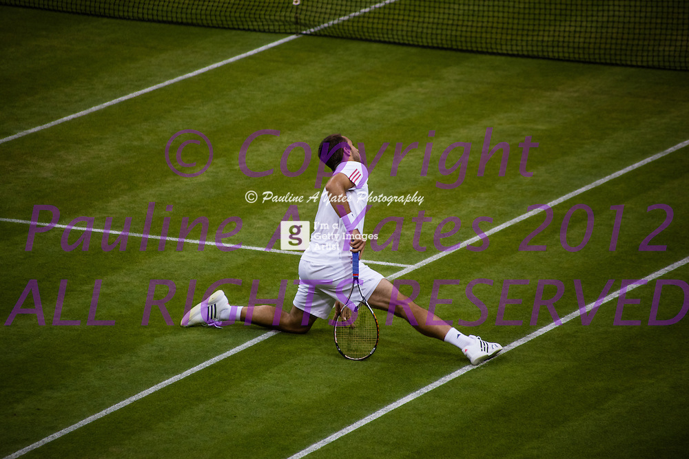 Victor Troicki loses his footing on centre court and does the splits