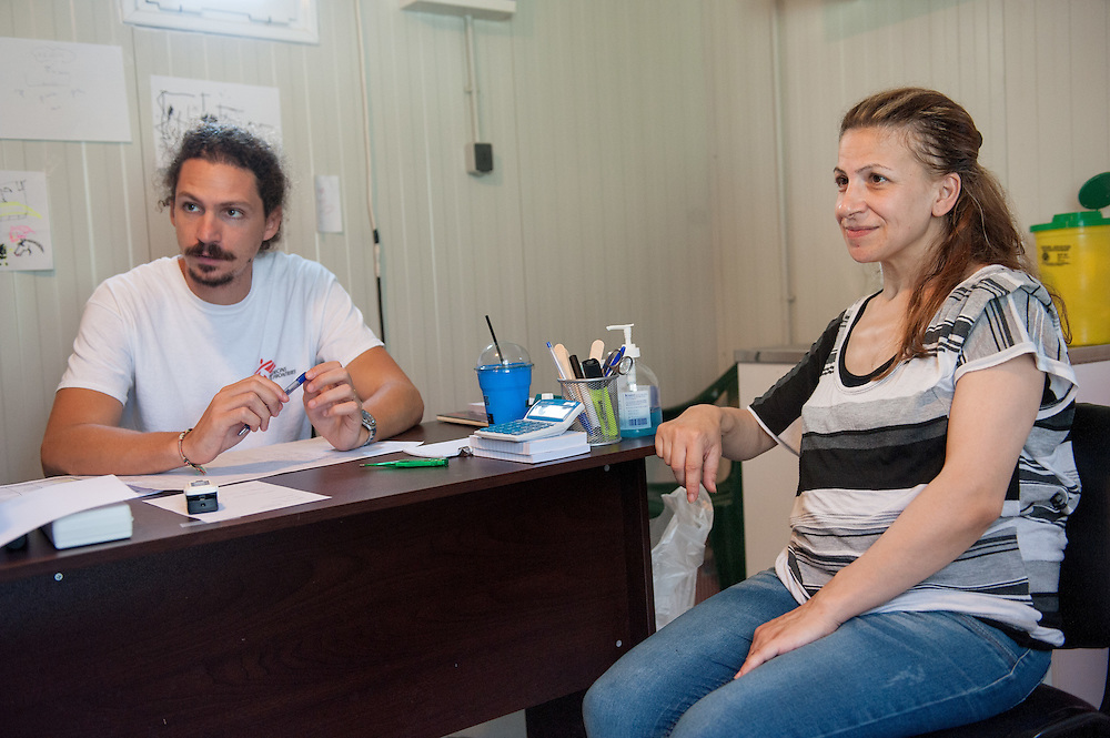Aysha, 40 yo from Aleppo, Syria being examined by MSF doctor Grigoris Grivas at the medical centre in Kara Tepe camp.