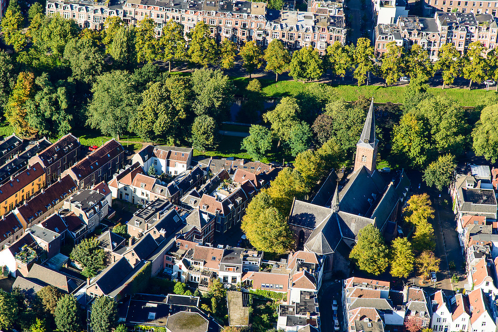 Nederland, Utrecht, Gemeente Utrecht, 30-09-2015; Zuidelijk deel van de binnenstad. Geertekerk, Catharijnesingel.<br /> Southern part of downtown Utrecht city centre.<br /> luchtfoto (toeslag op standard tarieven);<br /> aerial photo (additional fee required);<br /> copyright foto/photo Siebe Swart