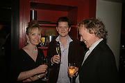 Lindsay duncan, Rob Roscoe and Hilton McRae, First night party after the opening of Rabbit by Nina Raine at the Old Red Lion Theatre, Islington. Groucho Club. 18 June 2006. ONE TIME USE ONLY - DO NOT ARCHIVE  © Copyright Photograph by Dafydd Jones 66 Stockwell Park Rd. London SW9 0DA Tel 020 7733 0108 www.dafjones.com