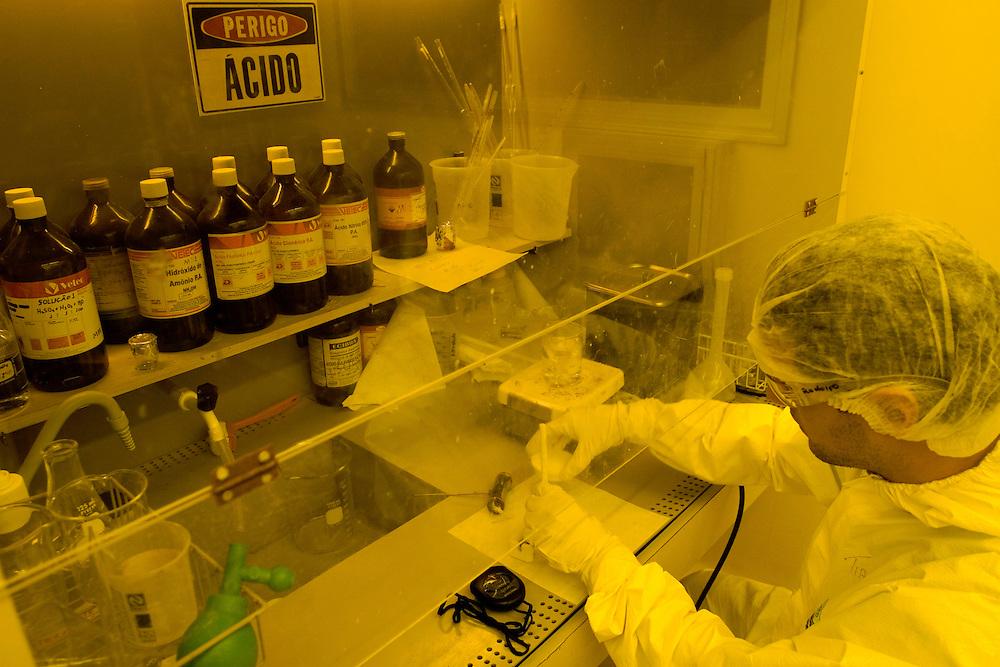 Belo Horizonte_MG, Brasil...Laboratorio de producao de chip magnetico no Instituto de Ciencias Exatas(ICEX) da UFMG...The Laboratory production of magnectic chip in Instituto de Ciencias Exatas(ICEX) of UFMG...Foto: VICTOR SCHWANER /  NITRO