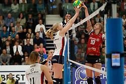 20181024 NED: CL, Sliedrecht Sport - Allianz MTV Stuttgart, Sliedrecht<br />Demi Korevaar (8) of Sliedrecht Sport, Pia Kastner (10) of Allianz MTV Stuttgart<br />©2018-FotoHoogendoorn.nl / Pim Waslander
