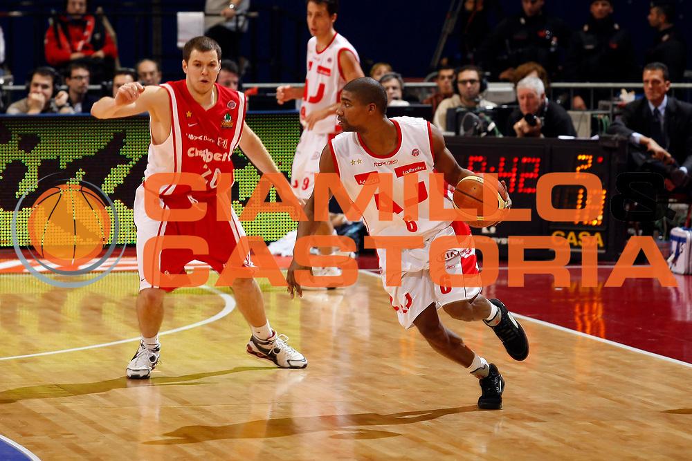 DESCRIZIONE : Milano Lega A1 2007-08 Armani Jeans Milano Cimberio Varese<br /> GIOCATORE : Reece Gaines<br /> SQUADRA : Armani Jeans Milano<br /> EVENTO : Campionato Lega A1 2007-2008<br /> GARA : Armani Jeans Milano Cimberio Varese<br /> DATA : 11/11/2007<br /> CATEGORIA : Palleggio<br /> SPORT : Pallacanestro<br /> AUTORE : Agenzia Ciamillo-Castoria/G.Cottini