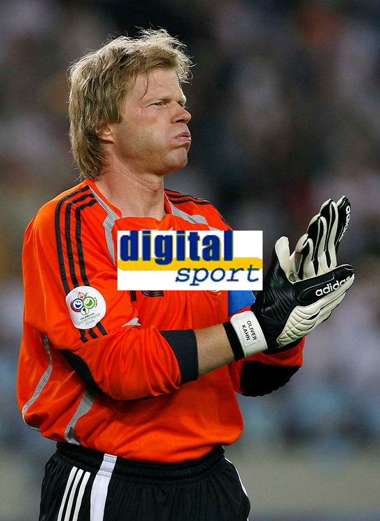 Photo: Glyn Thomas.<br />Germany v Portugal. Third Place Playoff, FIFA World Cup 2006. 08/07/2006.<br /> Germany's goalkeeper Oliver Kahn makes a return to the team.