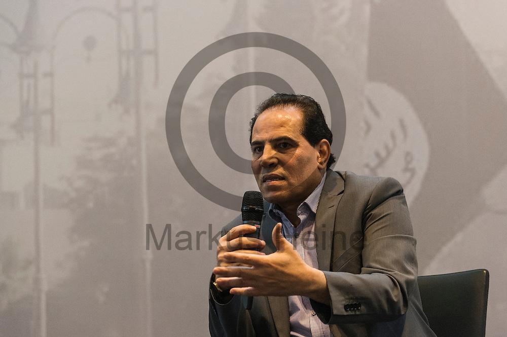 Der Autor, Experte f&uuml;r Islamistische Gruppierungen Hazim Fouad spricht w&auml;hrend der Buchvorstellung und Podiumsdiskussion: &quot;IS und Al-Qaida&quot; am 18.05.2016 in Berlin, Deutschland. Bei der Podiumsdiskussion beantworten die jordanischen Islamismus-Experten die wichtigsten Fragen nach Unterschieden und Verh&auml;ltnis zwischen dem sogenannten &quot;Islamischen Staat&quot; und dem Al-Qaida-Netzwerk. Foto: Markus Heine / heineimaging<br /> <br /> ------------------------------<br /> <br /> Ver&ouml;ffentlichung nur mit Fotografennennung, sowie gegen Honorar und Belegexemplar.<br /> <br /> Bankverbindung:<br /> IBAN: DE65660908000004437497<br /> BIC CODE: GENODE61BBB<br /> Badische Beamten Bank Karlsruhe<br /> <br /> USt-IdNr: DE291853306<br /> <br /> Please note:<br /> All rights reserved! Don't publish without copyright!<br /> <br /> Stand: 05.2016<br /> <br /> ------------------------------w&auml;hrend der Buchvorstellung und Podiumsdiskussion: &quot;IS und Al-Qaida&quot; am 18.05.2016 in Berlin, Deutschland. Bei der Podiumsdiskussion beantworten die jordanischen Islamismus-Experten die wichtigsten Fragen nach Unterschieden und Verh&auml;ltnis zwischen dem sogenannten &quot;Islamischen Staat&quot; und dem Al-Qaida-Netzwerk. Foto: Markus Heine / heineimaging<br /> <br /> ------------------------------<br /> <br /> Ver&ouml;ffentlichung nur mit Fotografennennung, sowie gegen Honorar und Belegexemplar.<br /> <br /> Bankverbindung:<br /> IBAN: DE65660908000004437497<br /> BIC CODE: GENODE61BBB<br /> Badische Beamten Bank Karlsruhe<br /> <br /> USt-IdNr: DE291853306<br /> <br /> Please note:<br /> All rights reserved! Don't publish without copyright!<br /> <br /> Stand: 05.2016<br /> <br /> ------------------------------