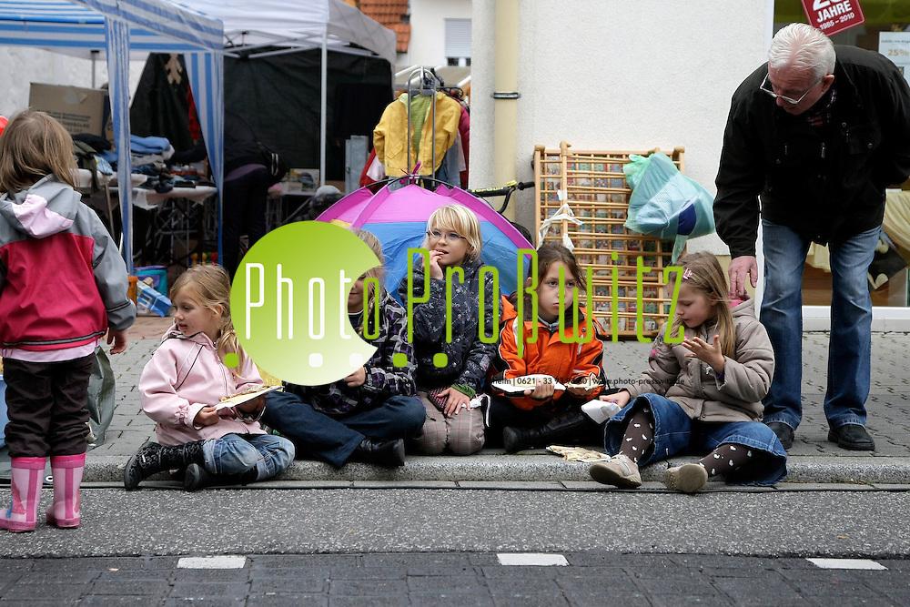 Mannheim. Feudenheim. Kerwe. Umzug durch die Hauptstrafle mit der Kerweschlumbl zum Rathaus.<br /> <br /> <br /> Bild: Markus Proflwitz / masterpress /   *** Local Caption *** masterpress Mannheim - Pressefotoagentur<br /> Markus Proflwitz<br /> Hauptstrafle 131<br /> 68259 MANNHEIM<br /> +49 621 33 93 93 60<br /> info@masterpress.org<br /> Dresdner Bank<br /> BLZ 67080050 / KTO 0650687000<br /> DE221362249