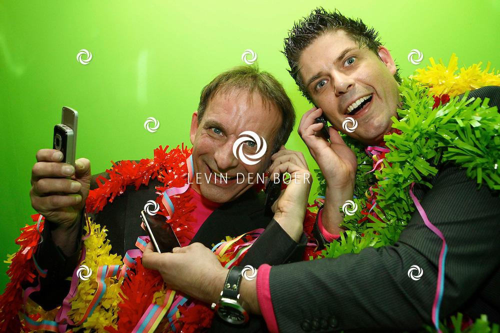EINDHOVEN - Johan en Peter hebben dit jaar weer een carnavalskraker opgenomen met de titel Dushi Je Pokkie Is Foetsie. Met op de foto Johan Vlemmix en Peter Nuninga. FOTO LEVIN DEN BOER / PERSFOTO.NU