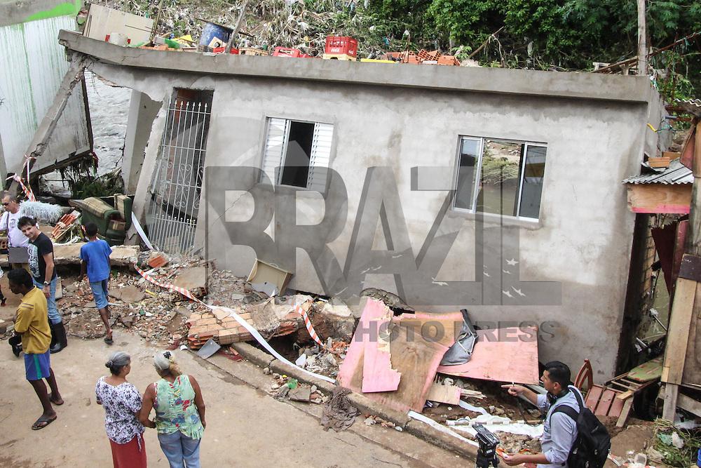 SÃO PAULO, SP, 25.02.2016 – CLIMA-SP - Uma casa desabou após forte chuva de ontem (24) durante a tarde, no bairro Vila Mendes, na região leste de São Paulo nesta quinta-feira, 25. Não houve vítimas. (Foto: Marcos Moraes/Brazil Photo Press)