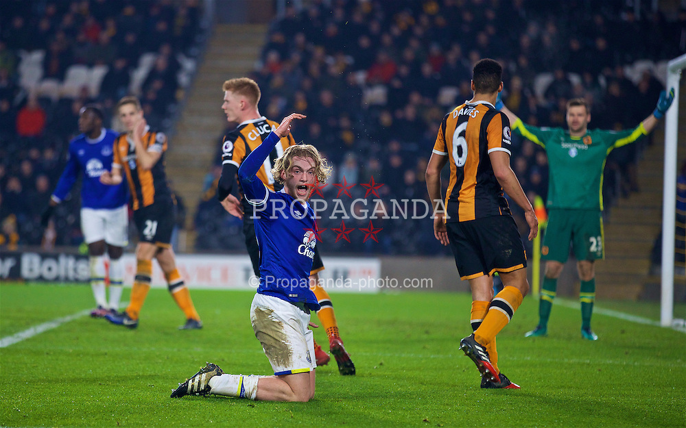 KINGSTON-UPON-HULL, ENGLAND - Friday, December 30, 2016: Everton's Tom Davies reacts after the assistant referee refused to award a foul during the FA Premier League match against Hull City at the KCOM Stadium. (Pic by David Rawcliffe/Propaganda)