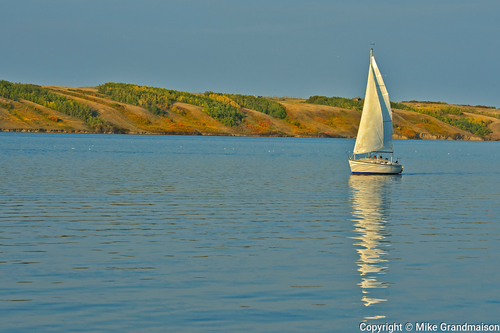 Sailboat in Lake Manitou, a saltwater lake on the Canadian priaires<br />