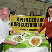 Greenpeace e lo chef Antonello Colonna  in difesa delle api