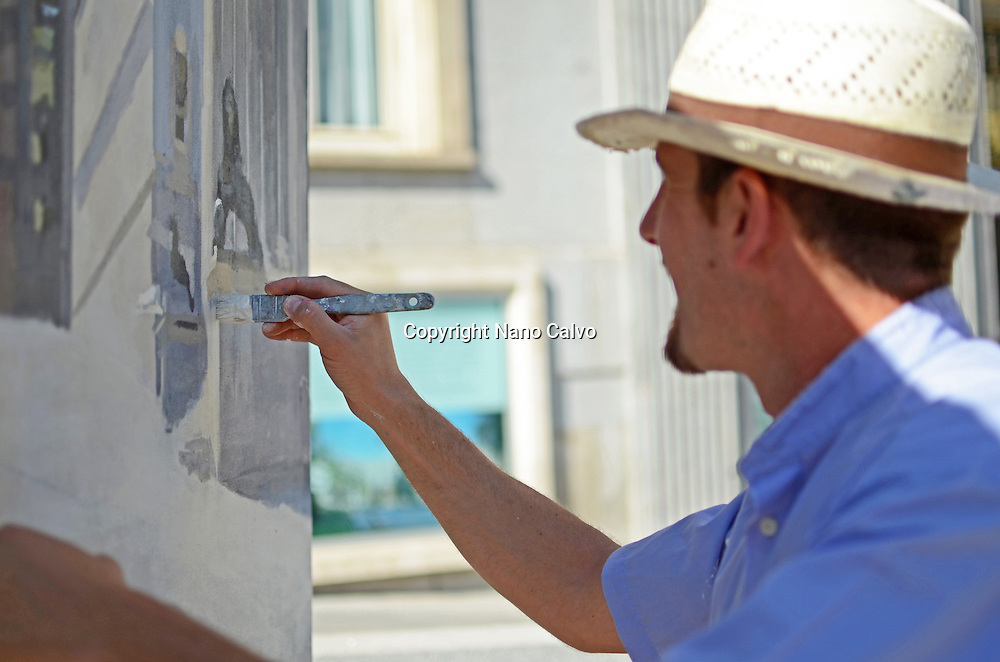 Realistic Spanish painter, Alberto Martin Giraldo, painting the Spanish Parliament (Congreso de los Diputados) building.