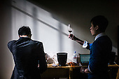 Chinese sommelier discover Bordeaux vineyards