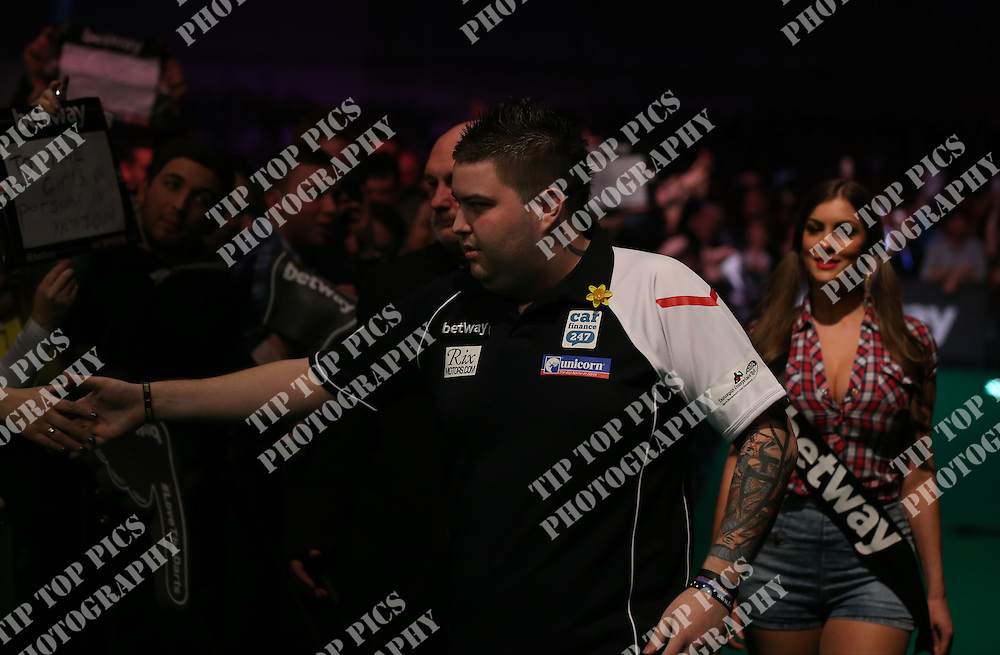 PDC PREMIER LEAGUE DARTS 2016, DARTS, EXETER, PDC, RAYMOND VAN BARNEVELD, MICHAEL SMITH<br /> , TIPTOPPICS.COM<br /> PHOTO:CHRIS SARGEANT