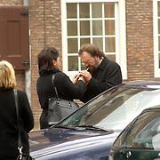 NLD/Utrecht/20060414 - Uitvaart Wout van Doleweerd, Arie Ribbens en partner Cea steken nog een sigaret op