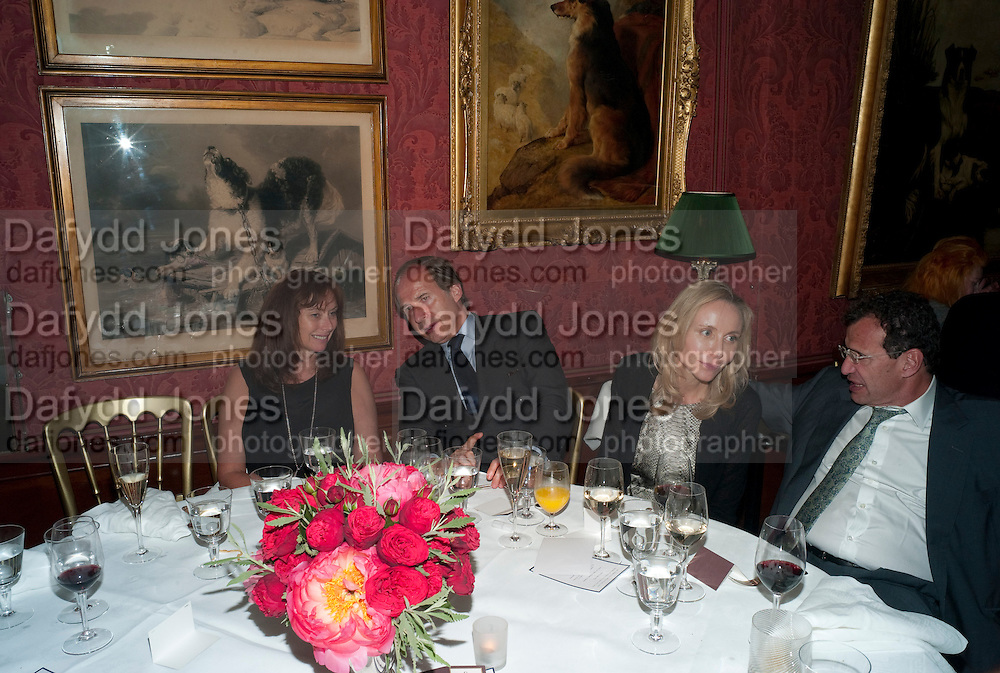ANITA ZABLUDOWICZ; SIMON DE PURY; MICHAELA DE PURY; POJU, Dinner hosted by Elizabeth Saltzman for Mario Testino and Kate Moss. Mark's Club. London. 5 June 2010. -DO NOT ARCHIVE-© Copyright Photograph by Dafydd Jones. 248 Clapham Rd. London SW9 0PZ. Tel 0207 820 0771. www.dafjones.com.