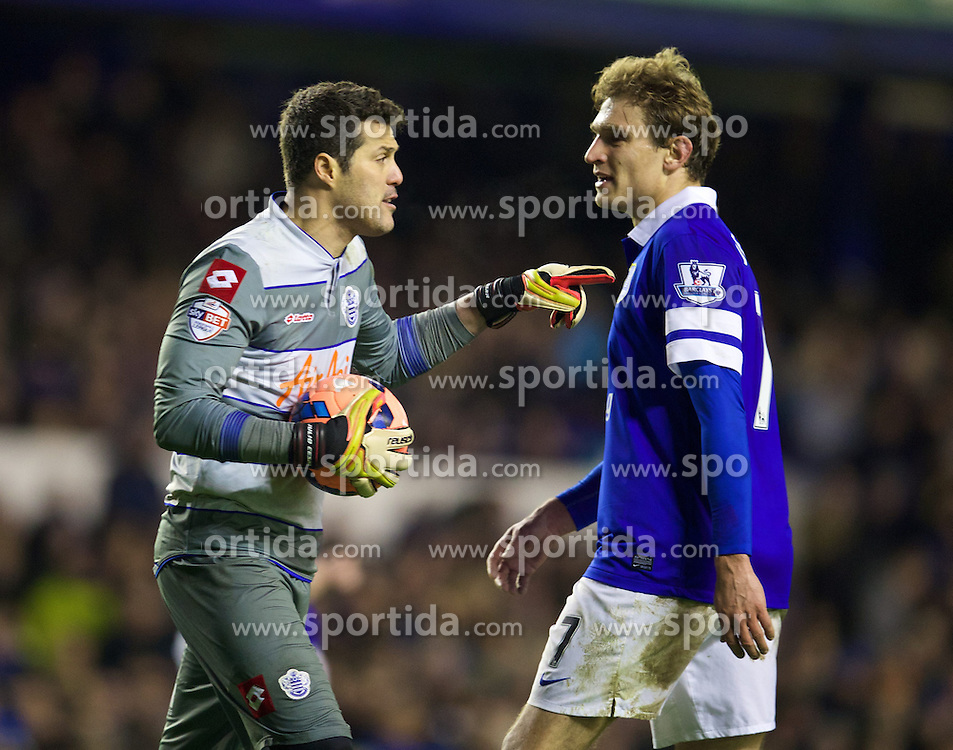 04.01.2014, Goodison Park, Liverpool, ENG, FA Cup, FC Everton vs Queens Park Rangers, 3. Runde, im Bild Queens Park Rangers' goalkeeper Julio Cesar speaks to Everton's Nikica Jelavic after he missed, penalty, and the chance of, hat-trick, // during the English FA Cup 3rd round match between Everton FC and Queens Park Rangers at the Goodison Park in Liverpool, Great Britain on 2014/01/04. EXPA Pictures &copy; 2014, PhotoCredit: EXPA/ Propagandaphoto/ David Rawcliffe<br /> <br /> *****ATTENTION - OUT of ENG, GBR*****