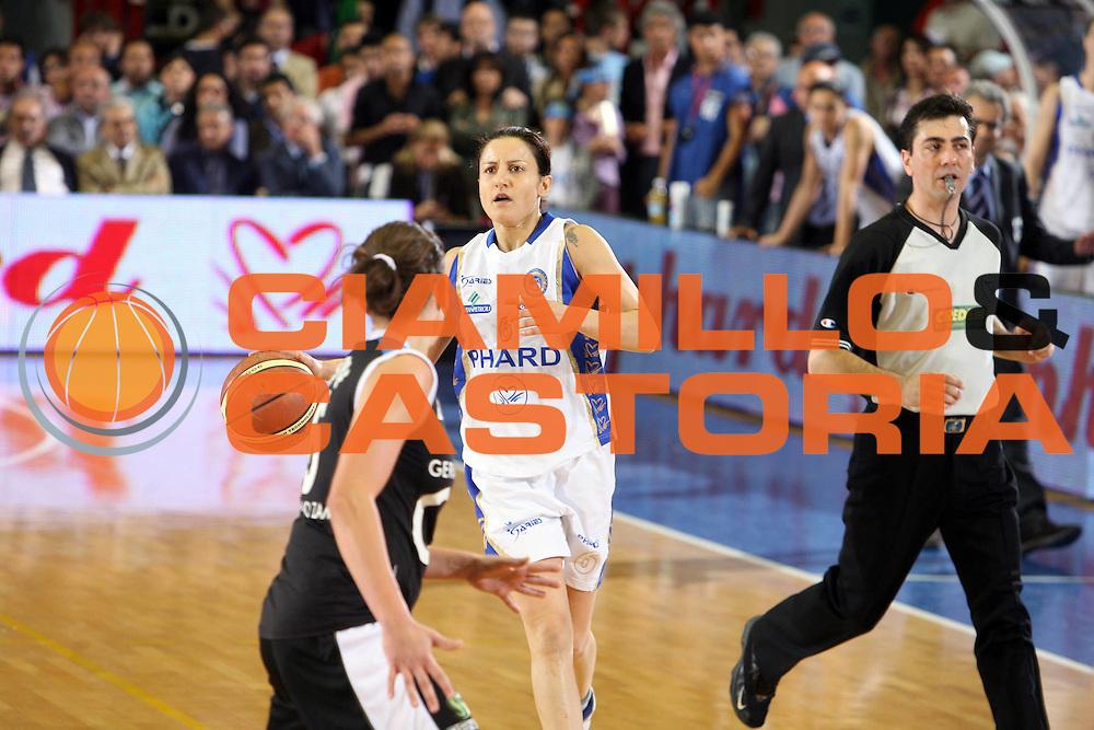 DESCRIZIONE : Napoli Lega A1 Femminile 2006-07 Finale Scudetto Gara 4 Phard Napoli Germano Zama Faenza<br /> GIOCATORE : Mariangela Cirone<br /> SQUADRA : Phard Napoli <br /> EVENTO : Campionato Lega A1 Femminile Finale Scudetto Gara 4 2006-2007 <br /> GARA : Phard Napoli Germano Zama Faenza<br /> DATA : 16/05/2007 <br /> CATEGORIA : Palleggio<br /> SPORT : Pallacanestro <br /> AUTORE : Agenzia Ciamillo-Castoria/E.Castoria<br /> Galleria : Lega Basket Femminile 2006-2007<br /> Fotonotizia : Napoli Campionato Italiano Femminile Lega A1 2006-2007 Finale Scudetto Gara 4 Phard Napoli Germano Zama Faenza<br /> Predefinita :
