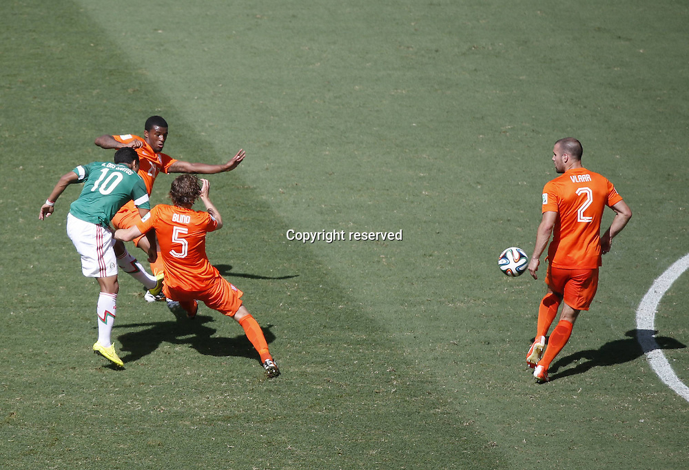 29.06.2014. Fortaleza, Brazil. Mexicos Giovani dos Santos(1st L) shoots and scores the first goal during a Round of 16 match between Netherlands and Mexico of 2014 FIFA World Cup at the Estadio Castelao Stadium in Fortaleza, Brazil, on June 29, 2014.