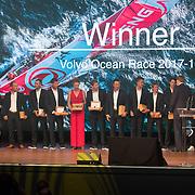 NLD/Scheveningen/20180630 - Koning bij Award Diner Volvo Ocean Race, Koning Willem Alexander en Prins Carl Philip reikt de beker uit aan Dongfeng Race Team<br /> Volvo Ocean 65