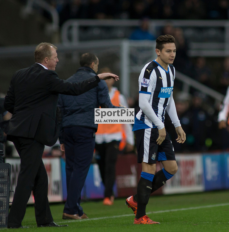 Steve McClaren and Florian Thauvin in the Newcastle v Everton 26 December 2015<br />