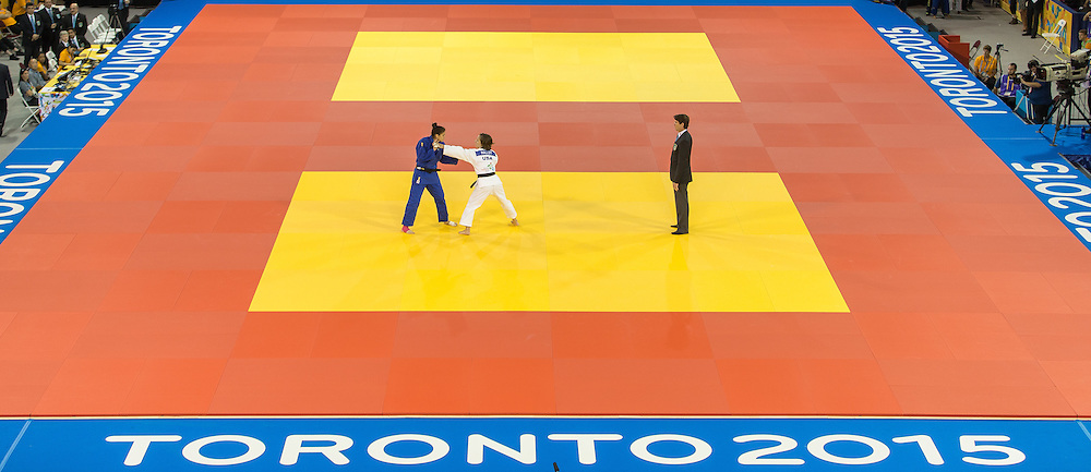Anriquelis Barrios of Venezuela (L) and Martin Malloy of the United States face off during their 1/4 final contest in the 57kg class at the 2015 Pan American Games in Toronto, Canada, July 12,  2015.  AFP PHOTO/GEOFF ROBINS