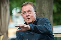 14 AUG 2017, ILSENBERG/GERMANY:<br /> Thomas Oppermann, SPD Fraktionsvorsitzender, im Gespraech mit Journalisten, Landhaus Zu den Rothen Forellen<br /> IMAGE: 20170814-01-195