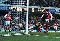 Fotball<br /> England 2004/2005<br /> Foto: Colorsport/Digitalsport<br /> NORWAY ONLY<br /> <br /> Ronaldo (Utd) scores goal (no.2) as Pascal Cygan looks on<br /> <br /> Arsenal v Manchester United (2-4). 1/2/2005