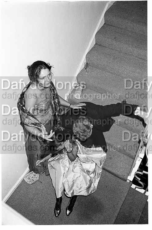 Penny Evans,Hon James Mackay and Catriona Fraser falling around on stairs, 25.09.82© Copyright Photograph by Dafydd Jones 66 Stockwell Park Rd. London SW9 0DA Tel 020 7733 0108 www.dafjones.com