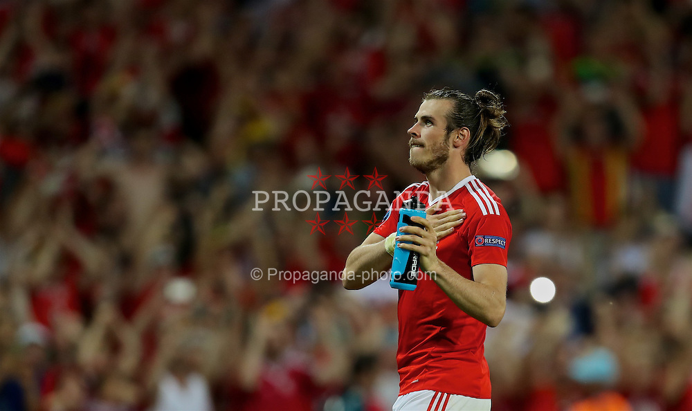 TOULOUSE, FRANCE - Monday, June 20, 2016: Wales' Gareth Bale celebrates the 3-0 victory over Russia and reaching the knock-out stage during the final Group B UEFA Euro 2016 Championship match at Stadium de Toulouse. (Pic by David Rawcliffe/Propaganda)