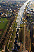 Nederland,Noord-Brabant , Helmond, 10-01-2011.De  Zuid-Willemsvaart naast een honkbalveld  in het zuiden van Helmond. De sluis zit vol ijs. The Zuid-Willemsvaart in the south of the village of  Helmond..luchtfoto (toeslag), aerial photo (additional fee required).foto/photo Siebe Swart