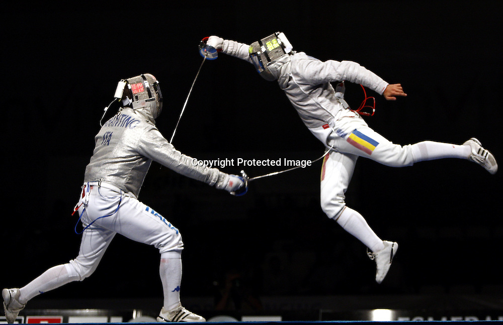 Diego Occhiuzzi (L) of Italy fences with Gelu Florin Zalomir (R) of Romania during the Men's Sabre team competition final match at the World Fencing Championships in Antalya, Turkey on 08 October 2009. Romania defeated Italy and won the gold medal.  EPA/KERIM OKTEN
