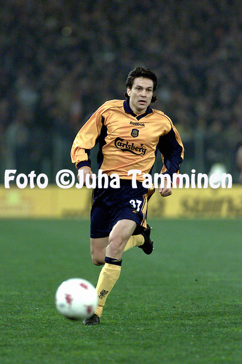 15.2.2001, Stadio Olimpico, Roma, Italia. <br /> UEFA Cup 4th round, 1st leg match, AS Roma v Liverpool FC. <br /> Jari Litmanen - Liverpool