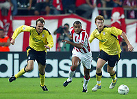 Fotball<br /> Foto: BPI/Digitalsport<br /> NORWAY ONLY<br /> <br /> Olympiakos CFP v Liverpool<br /> <br /> UEFA Champions League Group A. Karaiskaki Stadium, Athens. 27/09/2004. <br /> <br /> Rivaldo speeds away from Dietmar Haman and John Arne Riise