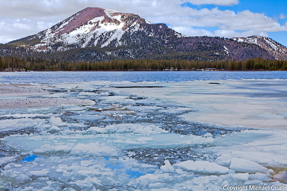 Mammoth Mountain from the shores of Lake Mary.  Mammoth Lakes.  California.  USA.