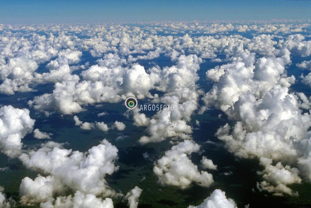 Nuvens vistas de cima./ Clouds seem from above..Foto © Antonio Milena/Argosfoto