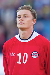 OSLO, NORWAY - Wednesday, September 5, 2001: Norway's Ole Gunnar Solskjaer during the FIFA World Cup 2002 Qualifying Group 5 match against Wales at the Ullevaal Stadion. (Pic by David Rawcliffe/Propaganda)