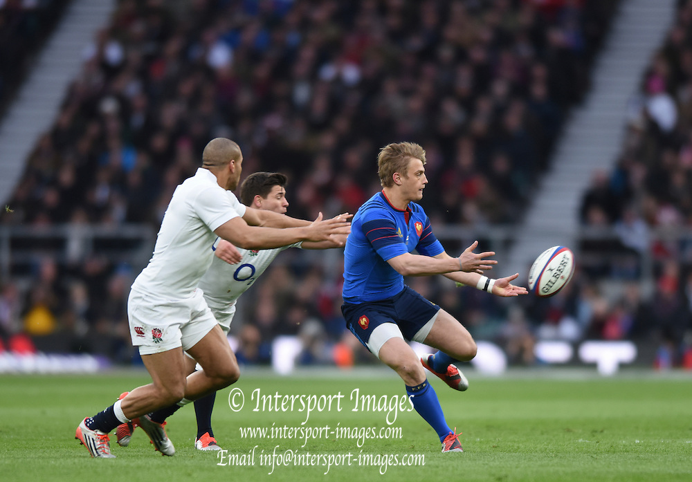 Twickenham, Great Britain, Jules PLISSON, moving the ball along the line during the Six Nations Rugby England vs France, played at the RFU Stadium, Twickenham, ENGLAND. <br /> <br /> Saturday   21/03/2015<br /> <br /> [Mandatory Credit; Peter Spurrier/Intersport-images]