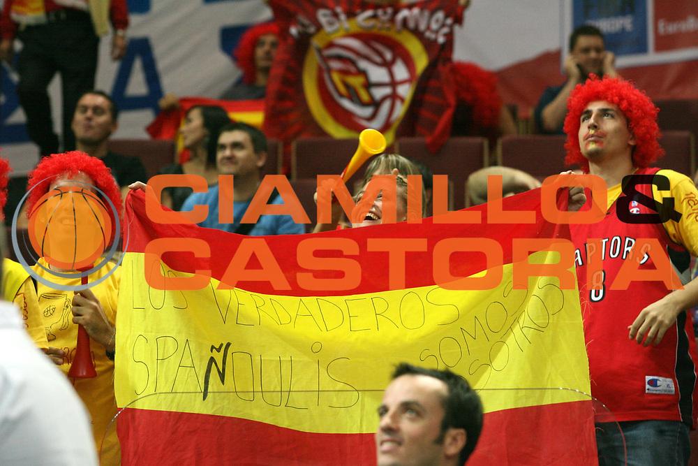 DESCRIZIONE : Katowice Poland Polonia Eurobasket Men 2009 Semifinale Semifinal Spagna Spain Grecia Greece<br /> GIOCATORE : Tifosi Supporters Spagna Spain<br /> SQUADRA : Spagna Spain<br /> EVENTO : Eurobasket Men 2009<br /> GARA : Spagna Spain Grecia Greece<br /> DATA : 19/09/2009 <br /> CATEGORIA :<br /> SPORT : Pallacanestro <br /> AUTORE : Agenzia Ciamillo-Castoria/A.Vlachos<br /> Galleria : Eurobasket Men 2009 <br /> Fotonotizia : Katowice  Poland Polonia Eurobasket Men 2009 Semifinale Semifinal Spagna Spain Grecia Greece<br /> Predefinita :