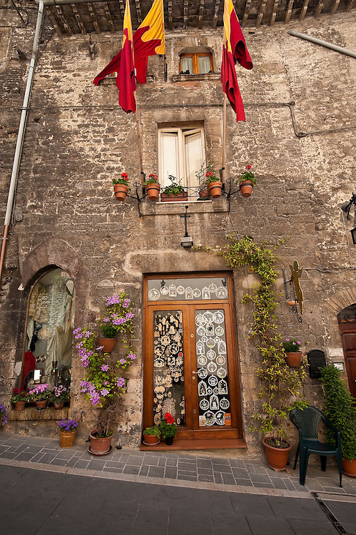Flowering plants decorate the entrance of a shop in Assisi. (Sam Lucero photo)